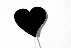 Coração preto e branco romântico em uma vara Fotografia de Stock Royalty Free