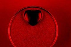 Coração preto na caixa atual para o dia de Valentim imagens de stock royalty free