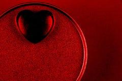 Coração preto na caixa atual para o dia de Valentim imagens de stock