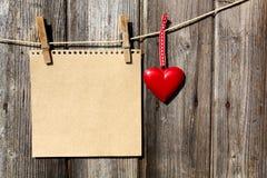 Coração que pendura em uma linha Foto de Stock Royalty Free