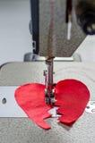 Coração quebrado costurado de pano vermelho Imagem de Stock Royalty Free