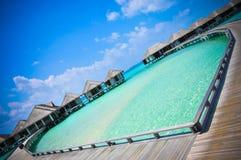 Coração-shaeped da água azul de oceano da praia de Maldivas fotografia de stock