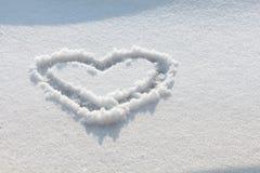 Coração tirado mão na neve Imagens de Stock