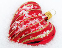 Coração vermelho com neve - tempo do Natal Fotos de Stock Royalty Free