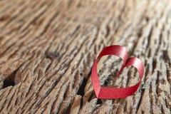 Coração vermelho da fita Foto de Stock