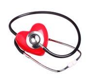 Coração vermelho da verificação do estetoscópio isolado no fundo branco Fotografia de Stock