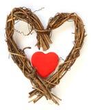 Coração vermelho dentro do coração de madeira Foto de Stock