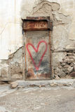 Coração vermelho desvanecido com pintura lascada Foto de Stock