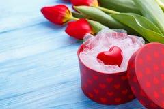 Coração vermelho em uma caixa Fotos de Stock