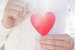Coração vermelho em uma camiseta branca Fotografia de Stock
