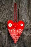 Coração vermelho feito a mão da tela Fotografia de Stock
