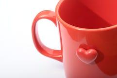 Coração vermelho na caneca vermelha Fotos de Stock Royalty Free