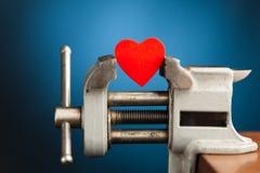 Coração vermelho na ferramenta vice fotos de stock royalty free