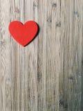 Coração vermelho na madeira Fotos de Stock Royalty Free