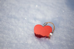 Coração vermelho na neve Foto de Stock