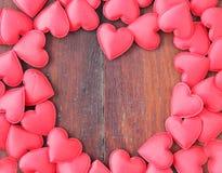 Coração vermelho no fundo de madeira Fotos de Stock