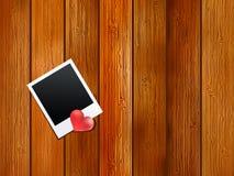 Coração vermelho. No fundo de madeira velho. + EPS8 Foto de Stock Royalty Free