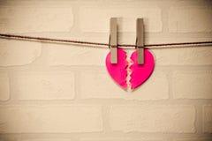 Coração vermelho quebrado Fotografia de Stock