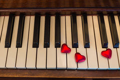 Corações chaves do piano Fotos de Stock