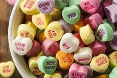Corações coloridos da conversação dos doces fotografia de stock