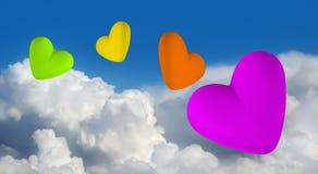 Corações coloridos do amor no céu Imagem de Stock