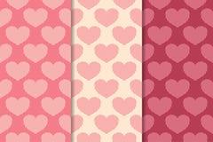 Corações como testes padrões sem emenda Vermelho de cereja e fundos românticos bege Foto de Stock Royalty Free