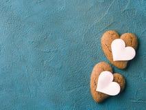 Corações concretos textured preto da cookie do fundo Imagens de Stock Royalty Free