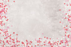 Corações cor-de-rosa, brancos e vermelhos em um fundo claro Vista superior, cópia Fotos de Stock Royalty Free