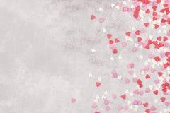 Corações cor-de-rosa, brancos e vermelhos em um fundo claro Vista superior, cópia Imagem de Stock Royalty Free