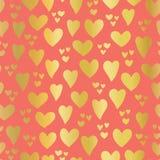 Corações da folha de ouro no teste padrão sem emenda do vetor do fundo coral Corações tirados mão isolados Corações metálicos bri ilustração royalty free