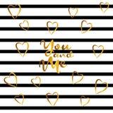 Corações da rotulação e do ouro no fundo listrado preto e branco Foto de Stock Royalty Free