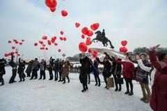 Corações das bolas do lançamento no centro da cidade Foto de Stock Royalty Free