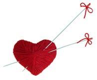 Corações de lã vermelhos com os raios, isolados no branco Foto de Stock