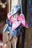 Corações de madeira decorativos Fotografia de Stock Royalty Free
