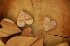 Corações de madeira do vintage, fundo Imagens de Stock Royalty Free