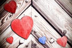 Corações de madeira no fundo suportado, espaço para o texto Imagem de Stock Royalty Free