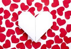 Corações de papel no papel Imagens de Stock Royalty Free