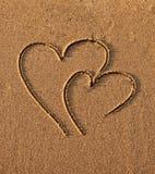 Corações desenhados na areia Imagens de Stock