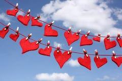 Corações do amor em linhas de lavagem Foto de Stock