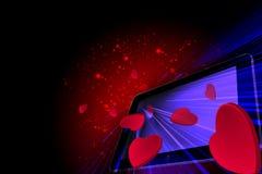 Corações do amor que saem de um PC da tabuleta Foto de Stock
