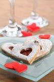 Corações do anel de noivado e do shortbread Fotos de Stock
