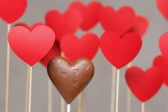 Corações do dia de Valentim em uma vara com coração do chocolate Imagem de Stock Royalty Free