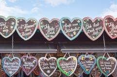 Corações do pão-de-espécie em Octoberfest Imagens de Stock