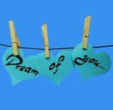 Corações do papel azul em pregadores de roupa com inscrição - sonho de você Imagens de Stock Royalty Free