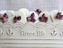 Corações do sabão da rosa do branco para convidados do casamento fotografia de stock royalty free