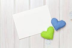 Corações e cartão do brinquedo do dia de Valentim Foto de Stock Royalty Free