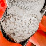 Corações e pétalas de Rosa Foto de Stock