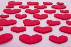 Corações em um fundo cor-de-rosa Imagens de Stock