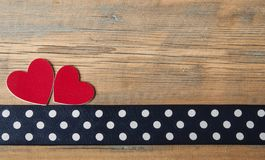 Corações em um fundo de madeira Imagem de Stock Royalty Free