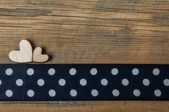 Corações em um fundo de madeira Imagem de Stock